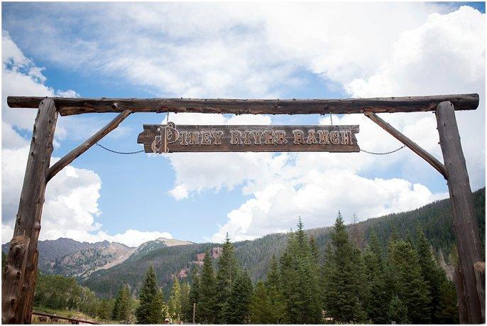entrance to Piney River Ranch wedding photo